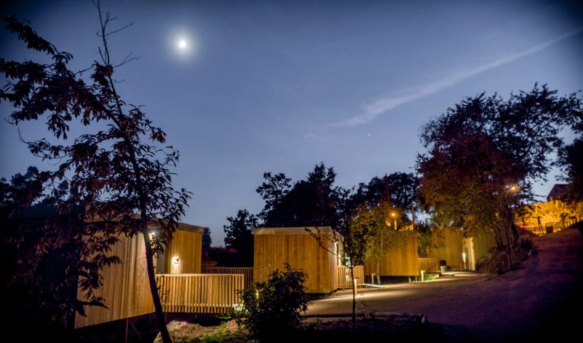 Vista Cabañas Noche